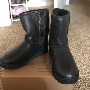Black uggs LIMITED EDITION